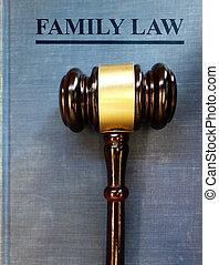 El martillo de la corte familiar