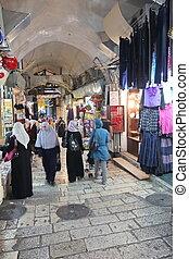 El mercado oriental en la antigua Jerusalén ofrece variación