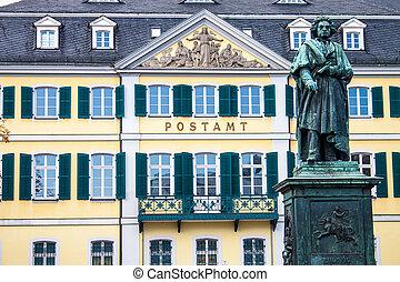 El monumento beethoven en el munsterplatz en Bonn, Alemania