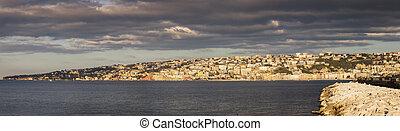 El panorama de Nápoles al amanecer