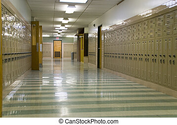 El pasillo de la escuela vacío