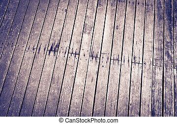 El piso y el piso están cubiertos de madera
