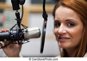El presentador de radio posando