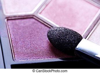 El primer plano de la sombra. Maquillaje profesional