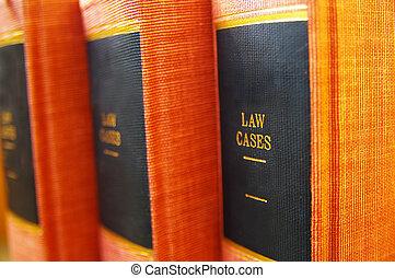 El primer plano de libros de leyes en la estantería