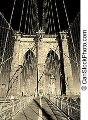 El primer plano del puente Brooklyn de Nueva York