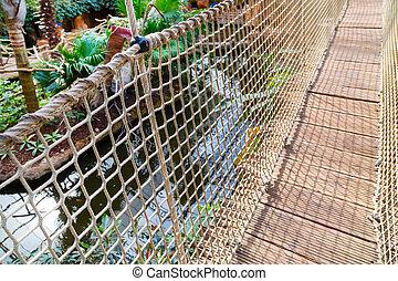 El puente de la cuerda de bambú