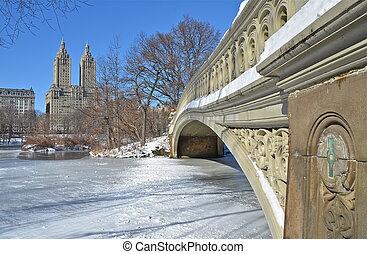 El puente de proa de Nueva York en invierno