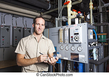 El técnico inspecciona el sistema de calefacción en la sala de calderas