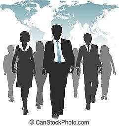 El trabajo mundial obliga a los empresarios a usar recursos humanos