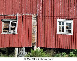 El viejo edificio de granjas rojas