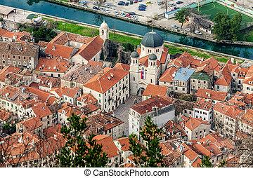 El viejo Kotor de la ciudad, Montenegro. Boka Kotorska.