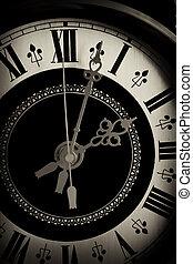 El viejo reloj se acerca