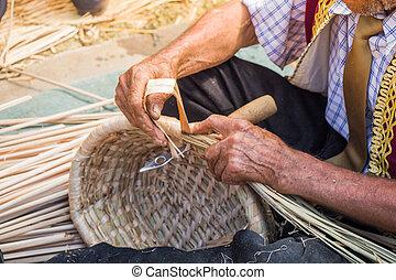 elaboración, craftman, basket., manos, mimbre