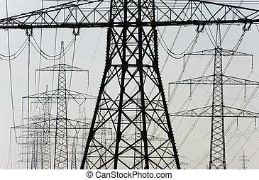 Electricidad y postes de energía