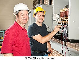 Electricista en entrenamiento