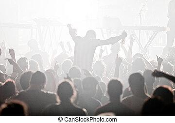 Electro concierto y la multitud
