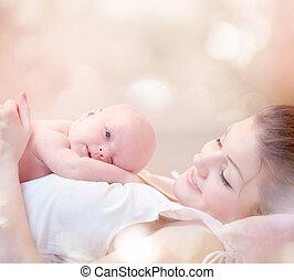 ella, abrazar, recién nacido, madre, bebé, besar, feliz