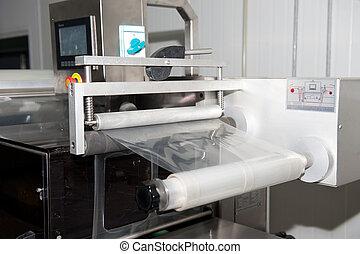 Empacando cinta en la máquina