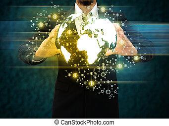 Empresario con tecnología mundial