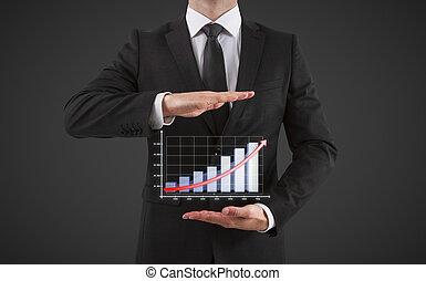 Empresario muestra gráfico