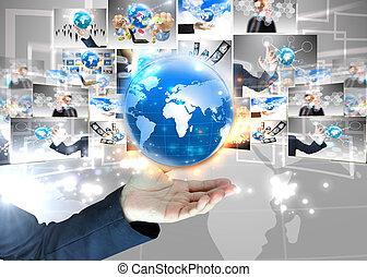 Empresario sosteniendo el concepto de tecnología