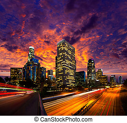 En el centro de Los Ángeles, los ángeles del atardecer en California