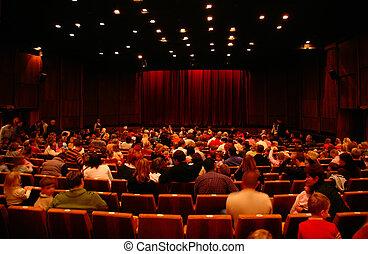 En el cine antes de la sesión