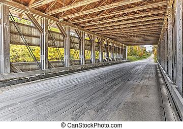 En el interior de giddings el puente cubierto