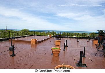 En la cubierta de techos del verano
