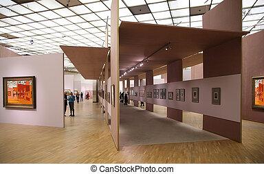 En la galería de arte 2. Todas las fotos de la pared filtraron toda esta foto