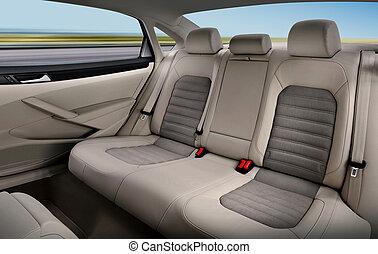 En los asientos traseros del auto