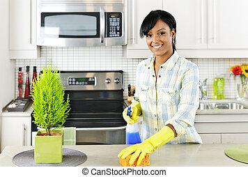 encargada de la limpieza, joven, cocina
