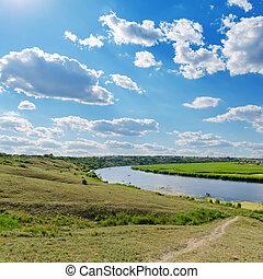 encima, río, cielo, nublado