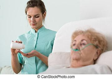 Enferma mujer y enfermera