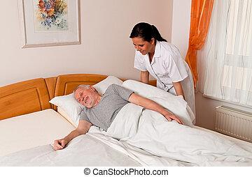 Enfermera en cuidados ancianos en asilos