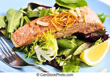 Ensalada con salmón asado