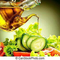 Ensalada de vegetales saludables con aderezo de aceite de oliva