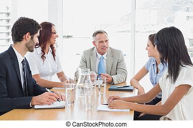 Equipo de negocios en una reunión
