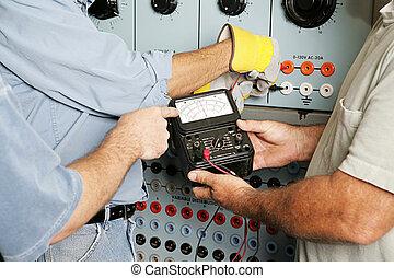 Equipo eléctrico probando el voltaje