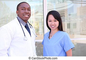 Equipo médico en el hospital