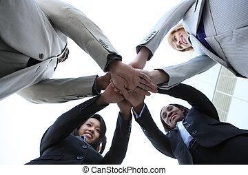 Equipos de negocios inversas celebrando