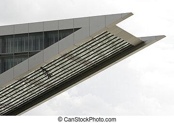Es parte de un edificio de oficinas moderno