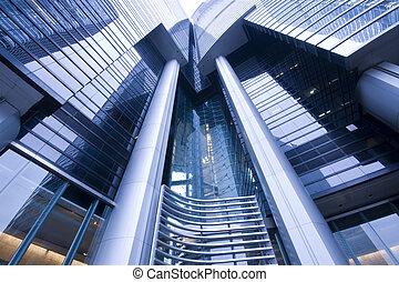 Es un edificio moderno en Hong Kong