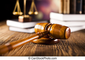 Escamas de justicia, martillo y libros