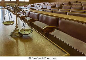 Escamas decorativas de justicia en la sala