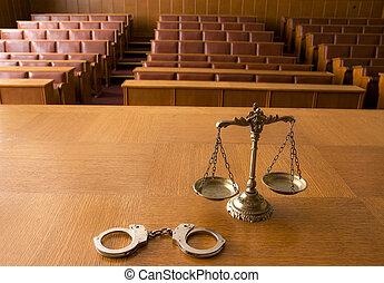 Escamas decorativas de justicia y esposas