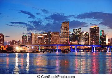 Escena nocturna de Miami