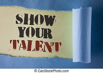 Escribir notas muestra tu talento. Foto de negocios mostrando habilidades personales demostrativas aptitudes de conocimientos de aptitudes escritas bajo papel de Tear Folded sobre el fondo blanco.
