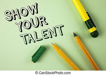 Escribir palabras muestra tu talento. Un concepto de negocios para demostrar habilidades personales aptitudes de conocimientos de aptitudes escritas en Pensilvania de fondo común al lado.